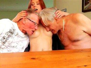 Querida jovem decide foder dois machos velhos