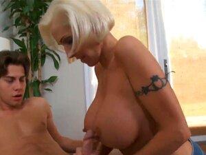 Puta loira Kasey Grant adorando como ela dá