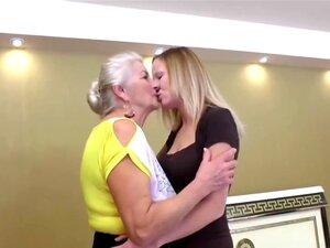 72 anos e jovens 29 anos Lésbicas