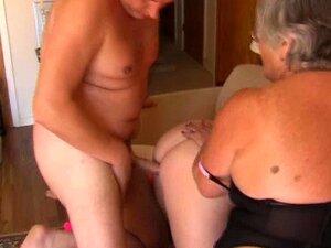Avó de Libby e Angel Eyes compartilham um galo