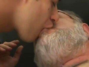 Um filme gay caseiro incrível com Papás, cenas