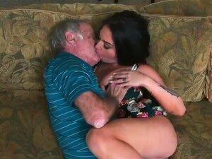 A velha mulher a fazer sexo anal com a Frannie e