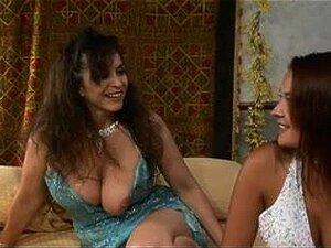Um par de Miúdas Lésbicas a fazer sexo