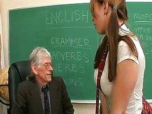 o professor e uma aluna novinha
