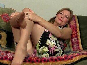 Buceta da mãe fica tão molhada na meia-calça