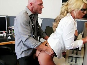 Phoenix Marie Johnny pecados no escritório
