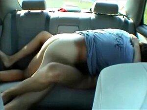 Sexo no carro com o meu primo