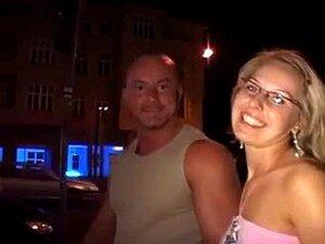 Casal amador fazendo sexo na rua