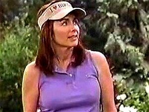 MILF sensual atriz Patricia Heaton jogando golfe