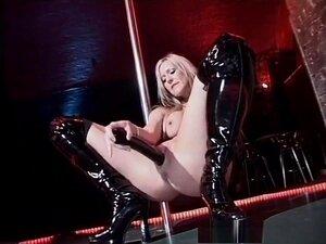 Incrível pornstar Elle Ribeiro no exótico