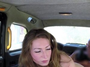 Guy scored in pussy on backseat of taxi