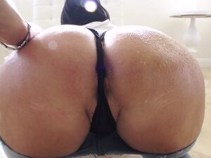 Big Wet Butts: Tight Jeans, Big Booty