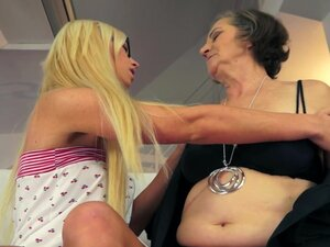 Lewd granny Kata gets her hairy snatch licked by