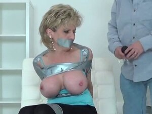 Unfaithful british mature lady sonia shows off her