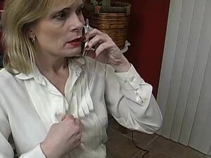 Super sexy mature babe talks dirty on the phone