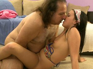 Brunette whore Ivy Winters goes geezer and fucks