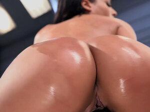 Huge tits hottie fucking machine