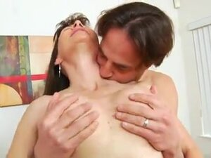 Lengthy haired cougar shaggy twat screwed doggy