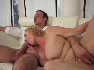 Fat old lady gets a facial after fucking on top