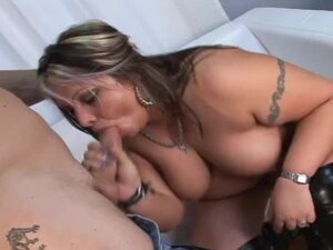 Fat milf fucks a guy and lets him fill her meaty