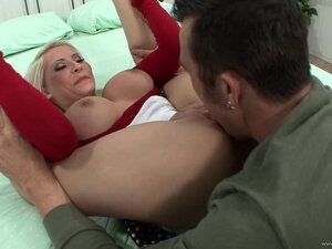 Mini-skirt clad blonde with big tits getting her