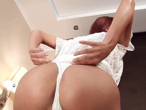 Sexy czech chick opens up her narrow crack to the