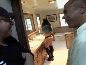 Daphne Rosen Shakes Her Anus For Good Fucking From