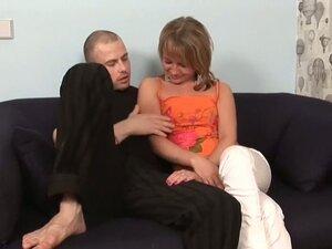 Gorgeous Amateur Girl Enjoying an MMF Threesome