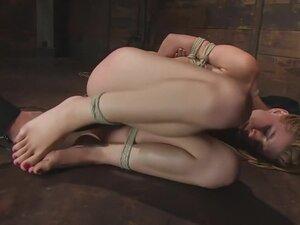 Lexie Belle: Pain is her pleasure, This little
