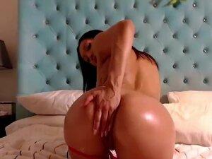 Vicki Chase big ass Latina fucking dildo in ass