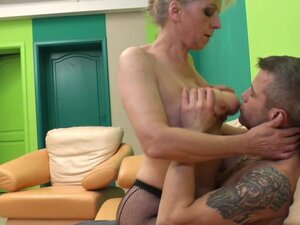 Hairy mature mom moaning while she gets fucked