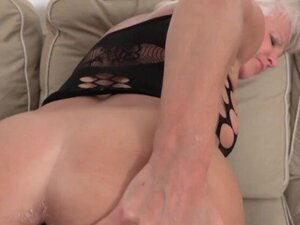 Mature opens her ass with a toy & BBC!