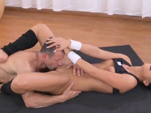 Dark haired babe fucks her personal fitness