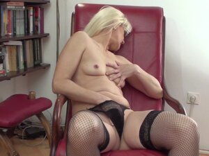 Classy nice ass blonde moaning while fingering her