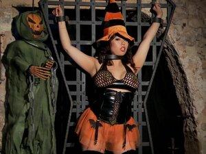 Sexy Halloween - Scene 3
