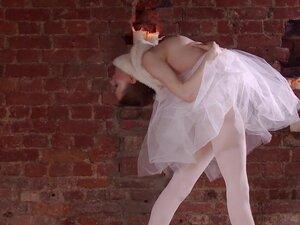 Hot and skinny ballerina Ksyuha Zavituha strips