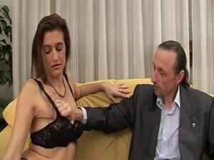 Italian tramp got a facial after rough anal sex,