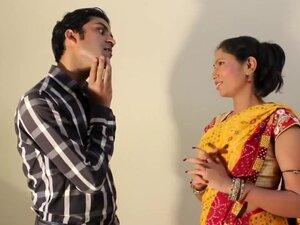 Bhabhi Nay Liya Mazza, Indian bhabhi showing