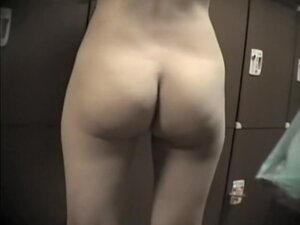 Pear looking booty of amateur Asian in changing