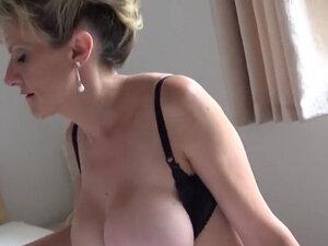 Unfaithful english mature lady sonia flashes her