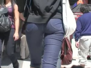 Street candid video of a fitty walking ass and
