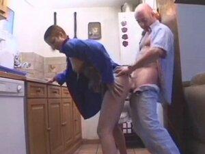 Une beurette chaude baisee dans la cuisine