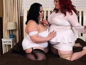 Sexy Redhead BBW Eliza Makes Lyla Everwettt Her