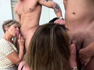 Amateurs Filming Group Sex