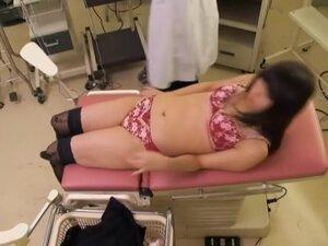Jap in stockings gets a creampie in voyeur medical