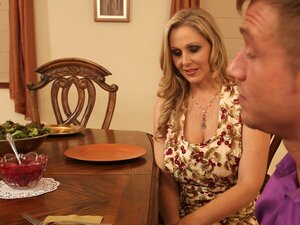 Chubby blonde cougar Julia Ann gets her pussy