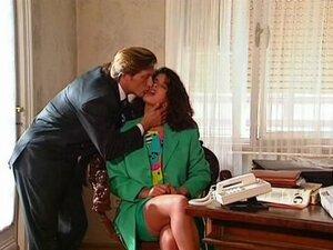 La Veuve de Buda-Fesse (1994) Angelica Bella