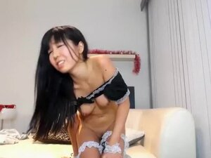 Hot Asian Squirting On Webcam,