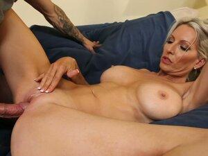 Busty blond milf Emma Starr gets her mature vagina