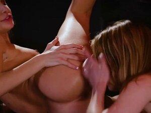 Kristen sensually licks Kimmys slit with mounting
